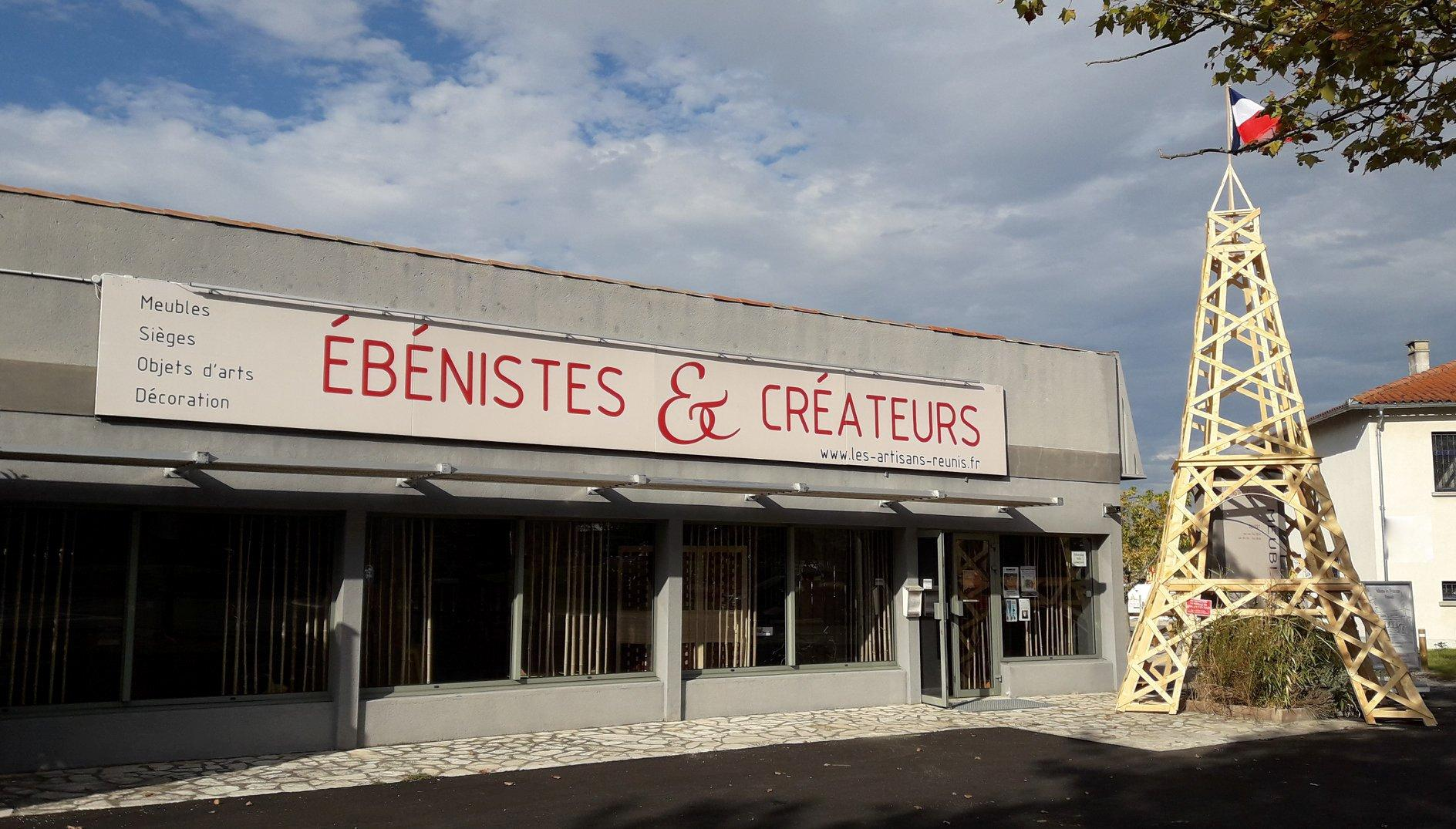 "Showroom front of the ""Ébénistes et Créateurs"""