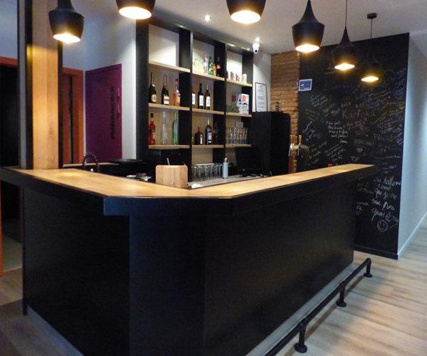 """Réalisation sur-mesure bar """" Le karioka""""  à Toulouse"""